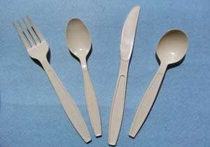 white heavy weight polystyrene cutlery