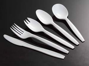 white medium weight polyproprolyene cutlery