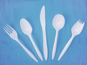 white medium weight polystyrene cutlery